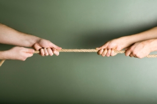 picture of tug of war with rope